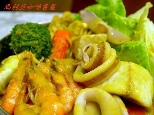 海鮮咖哩火鍋 (Seafood Curry Pot)